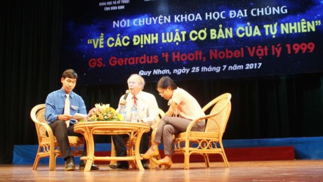 Лауреат Нобелевской премии по физике Герард Хоофт встретился с вьетнамскими любителями науки - ảnh 1