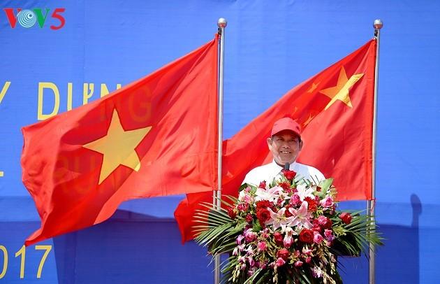 Чыонг Хоа Бинь принял участие в церемонии открытия моста Баклуан-2 между СРВ и КНР - ảnh 1