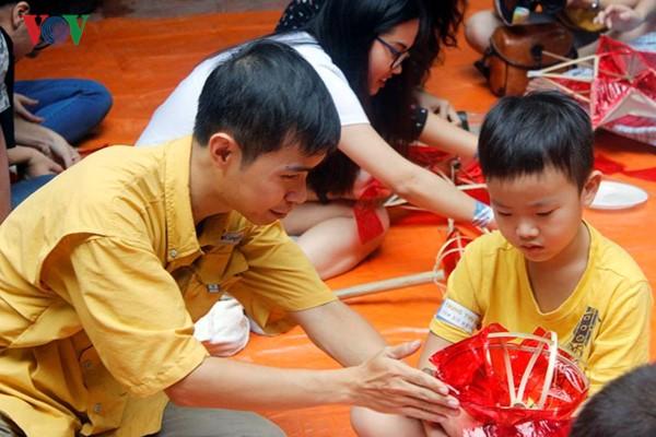 Изготовление традиционных игрушек на праздник середины осени - ảnh 2
