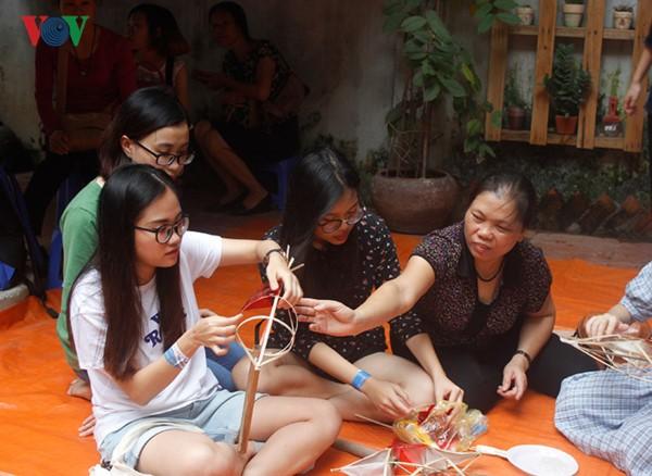 Изготовление традиционных игрушек на праздник середины осени - ảnh 3