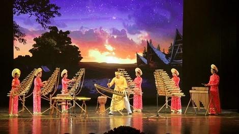 Группа «Новая жизненная сила» играет симфоническую музыку на бамбуковых музыкальных инструментах - ảnh 1
