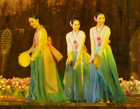 Ouverture du Festival de Hue 2012 : une soirée culturelle splendide  - ảnh 14