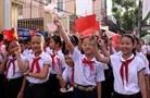 Plus de 20 millions d'élèves et d'étudiants vietnamiens ont repris l'école - ảnh 1