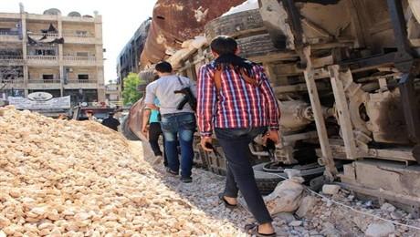 Des véhicules militaires poids lourds à destination de l'opposition syrienne - ảnh 1