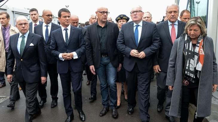 Bruxelles accorde cinq millions d'euros pour un campement humanitaire à Calais - ảnh 1