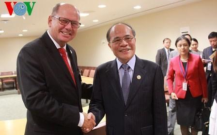 Nguyen Sinh Hung a eu plusieurs rencontres importantes aux Etats-Unis - ảnh 1