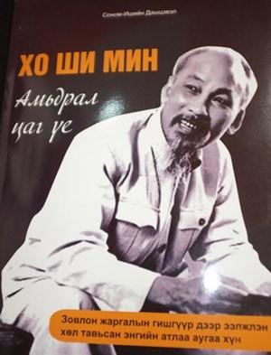 Publication du livre «Ho Chi Minh, œuvre et ère» en Mongolie - ảnh 1