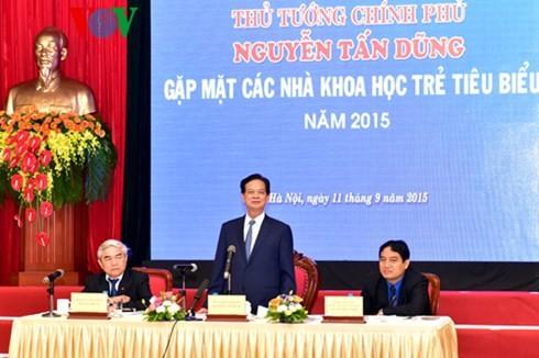 Le Premier ministre Nguyen Tan Dung rencontre des jeunes scientifiques exemplaires - ảnh 1
