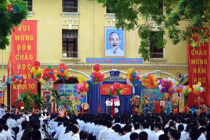 C'est la rentrée pour les lycéennes de Hanoï   - ảnh 1