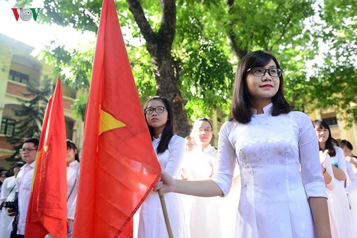 C'est la rentrée pour les lycéennes de Hanoï   - ảnh 2