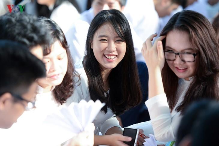 C'est la rentrée pour les lycéennes de Hanoï   - ảnh 3