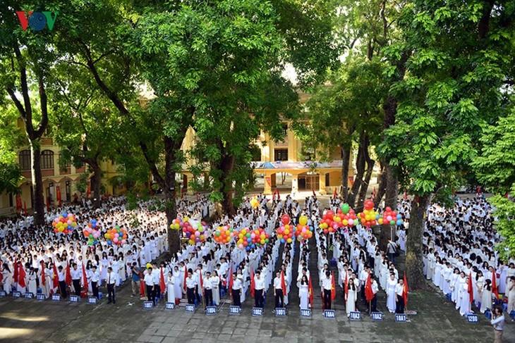 C'est la rentrée pour les lycéennes de Hanoï   - ảnh 5