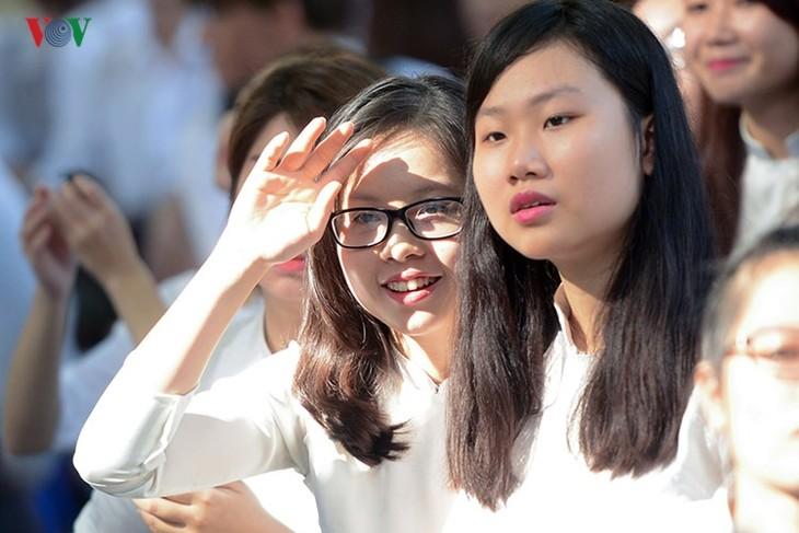 C'est la rentrée pour les lycéennes de Hanoï   - ảnh 6