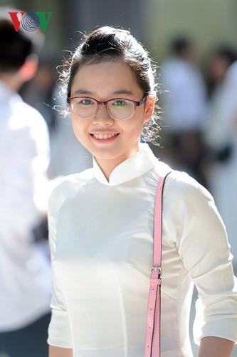 C'est la rentrée pour les lycéennes de Hanoï   - ảnh 7