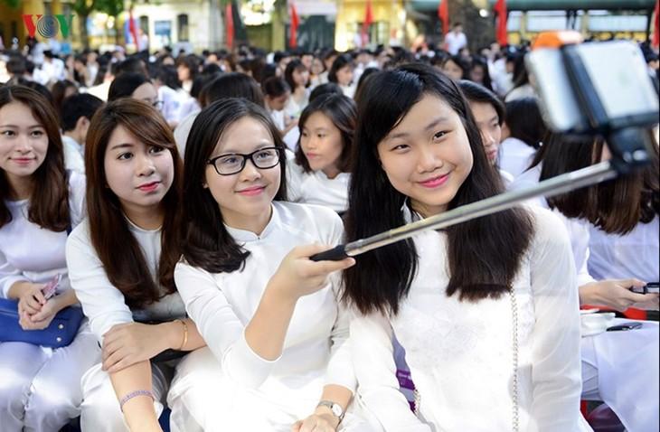 C'est la rentrée pour les lycéennes de Hanoï   - ảnh 8