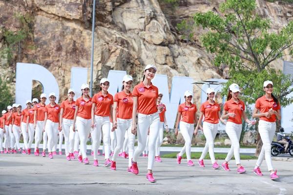65 candidates à la demi-finale de Miss Universel Vietnam 2015 - ảnh 1