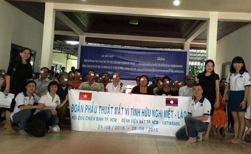 Les médecins vietnamiens viennent en aide à des patients démunis au Laos - ảnh 6