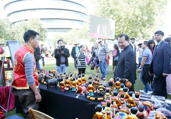 Vu Van Ninh inaugure la fête de découverte du Vietnam 2015 au Royaume Uni - ảnh 2