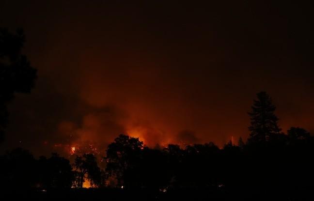 Californie: l'état d'urgence déclaré, des milliers de personnes fuient les incendies - ảnh 1
