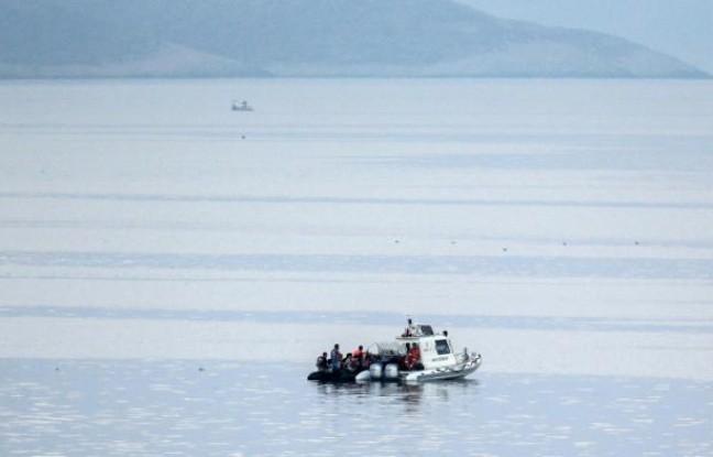 Grèce: 34 migrants dont 15 enfants se noient à 15 km des côtes turques - ảnh 1