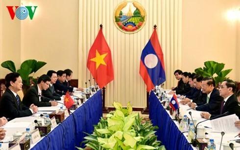 Le Vietnam et le Laos intensifient leur solidarité spéciale - ảnh 1