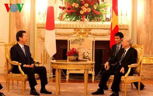 Les dirigeants des deux partis japonais reçus par Nguyen Phu Trong - ảnh 1