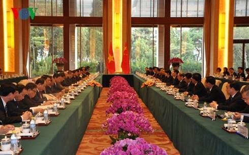 Le Vietnam et la Chine intensifient leurs relations - ảnh 1