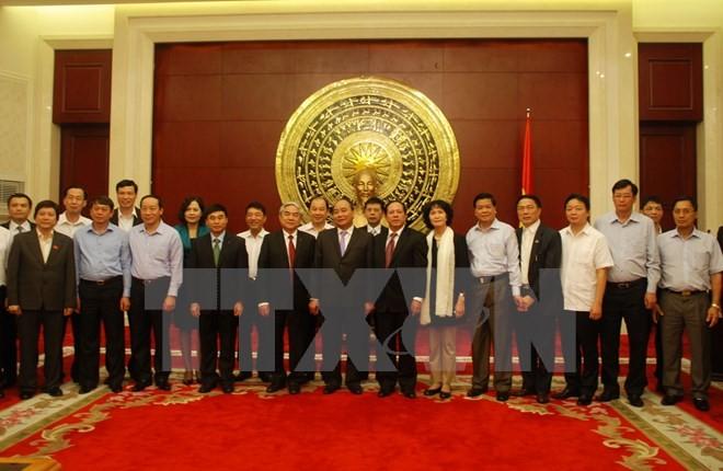 Nguyên Xuan Phuc visite l'ambassade du Vietnam en Chine - ảnh 1