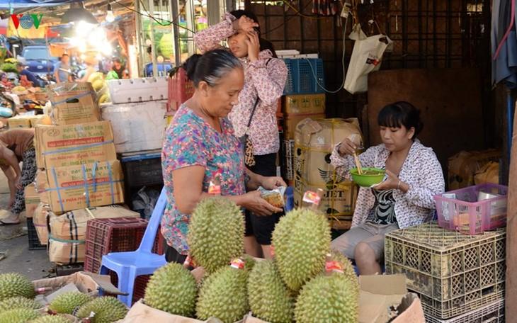 La vie nocturne au marché Long Biên - ảnh 11