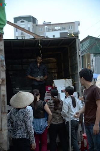 La vie nocturne au marché Long Biên - ảnh 9