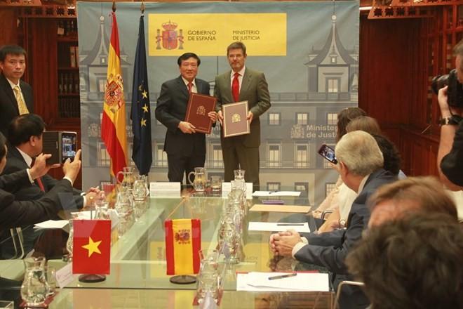 Le Vietnam et l'Espagne signent un accord d'assistance judiciaire en matière pénale - ảnh 1