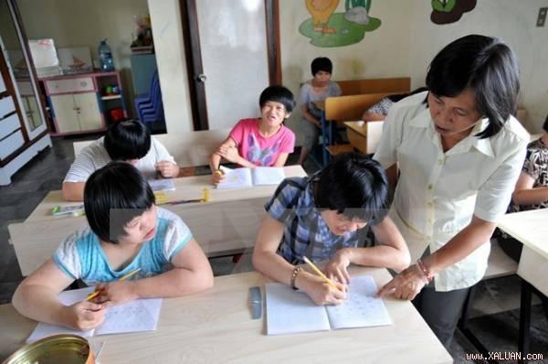 Un nouveau modèle éducatif pour les enfants handicapés - ảnh 1
