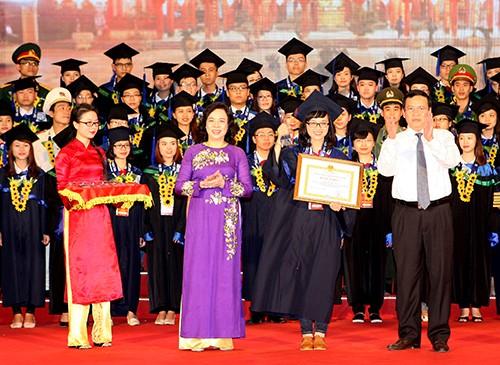 Đào Hải Hà, lauréate du concours d'entrée à l'université des langues de Hanoï  - ảnh 1