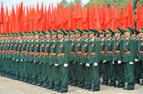 Loi sur les militaires professionnels et le personnel civil de la défense en débat - ảnh 1