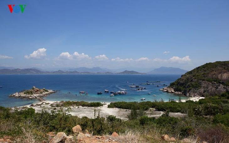 À la découverte de l'île de Binh Ba à Khanh Hoa - ảnh 1