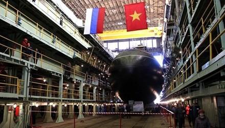 La Russie a mis à l'eau le dernier sous-marin Kilo acheté par le Vietnam - ảnh 1