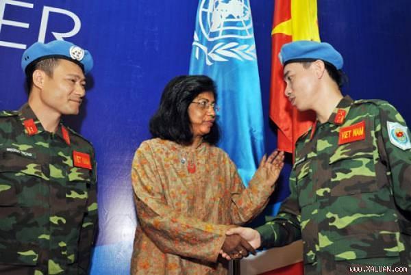 Le Vietnam participe activement aux activités du maintien de la paix  - ảnh 1