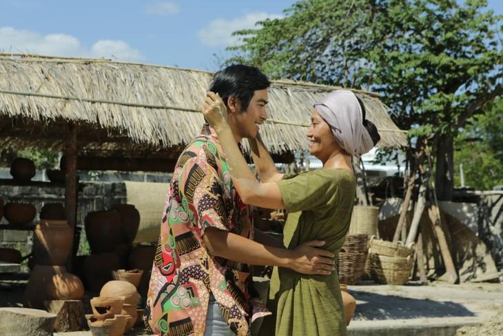 Quand les cinéastes rendent hommage au Parti communiste vietnamien - ảnh 1
