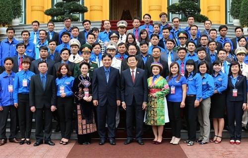 Truong Tan Sang Recoit Les Cadres Exemplaires De L Union De La