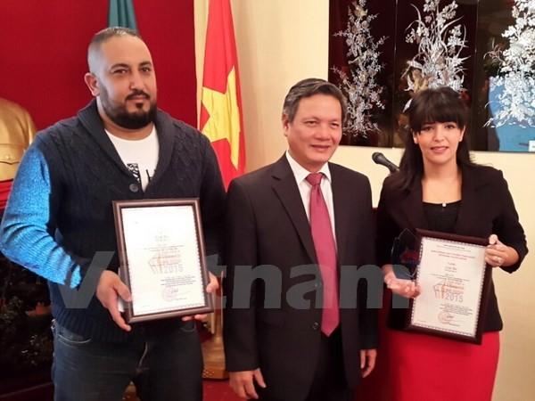Deux journalistes algériens primés pour avoir présenté le Vietnam - ảnh 1