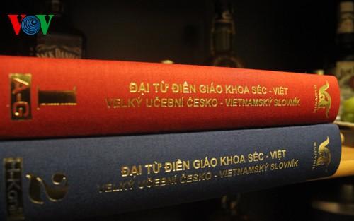 Publication du 4ème volume du dictionnaire tchèque-vietnamien - ảnh 1