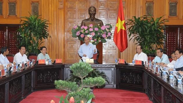 Nguyen Xuan Phuc travaille avec les autorités de Soc Trang - ảnh 1
