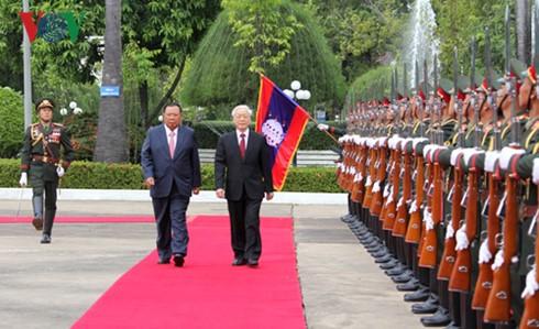 Rencontre entre Nguyen Phu Trong et Bounnhang Volachith à Vientiane - ảnh 1