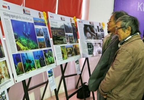 Exposition de photos «Vietnam - Sa terre et son peuple» de 2016 - ảnh 1