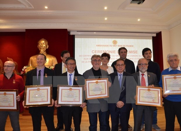 Mise à l'honneur des contributeurs à l'amitié Vietnam-France - ảnh 1