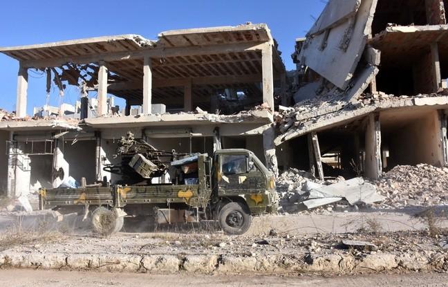 Syrie: Des milliers d'habitants fuient après la reprise de trois quartiers rebelles d'Alep - ảnh 1