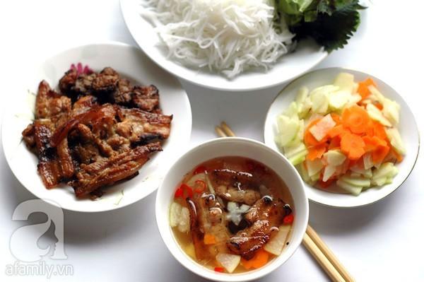 Pour combien peut-on manger dans la rue au Vietnam? - ảnh 2
