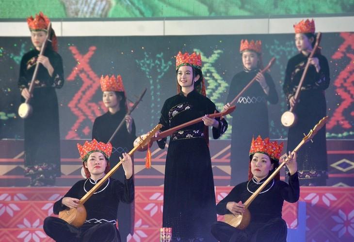 ខេត្ត Quang Ninh បង្កើតចំណូលចិត្តចំពោះសិល្បៈនៃជនរួមជាតិភាគតិចនៅសាលារៀន - ảnh 2