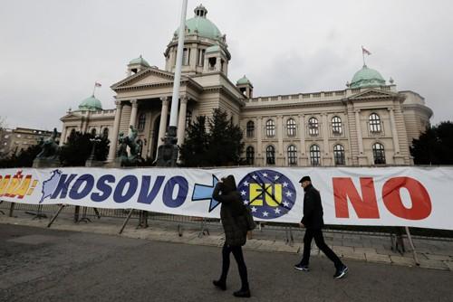 បណ្ដាសមាជិកជាជនស៊ែបដកខ្លួនចេញពីរដ្ឋអំណាច Kosovo  - ảnh 1