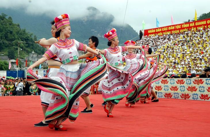 Banyak aktivitas diadakan untuk menyambut Hari Kebudaayan Etnis-Etnis Vietnam - ảnh 1